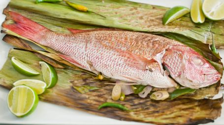 Fish on lime and corn husk