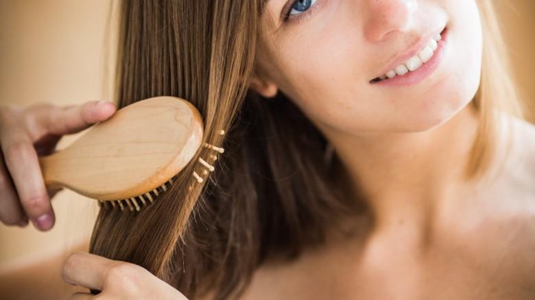 Le maschere inumidenti per capelli alle condizioni di casa