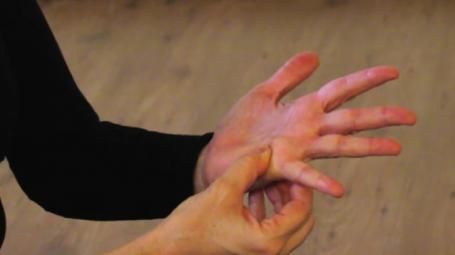 Video: Automassaggio per rinforzare il sistema immunitario