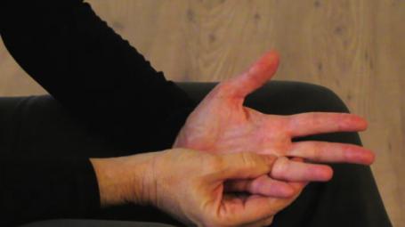 Video: Automassaggio della mano contro il raffreddore