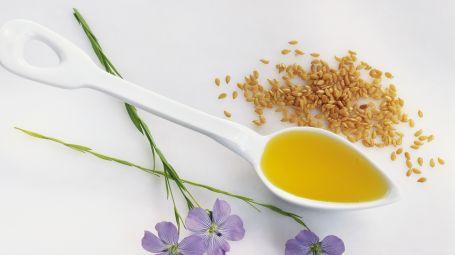 Olio di lino: idratante antiage per viso