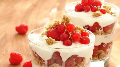 Il dessert di ricotta e frutti rossi