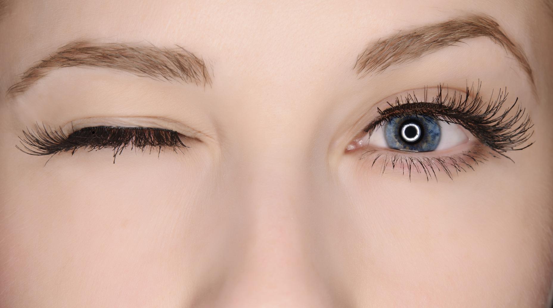 Maschere intorno a occhi per pelle sensibile