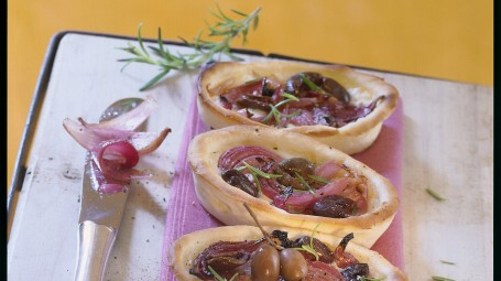 Tartellette con cipolle e olive Starbene