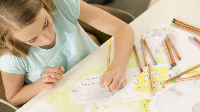 Bambini perseguitati dai compiti