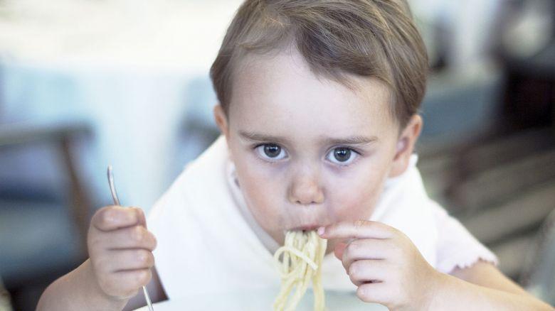 Tuo figlio mangia solo pasta in bianco? Ecco perché e cosa fare