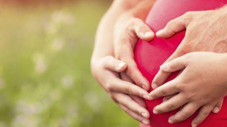 gravidanza pancia cuore