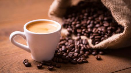 Caffè e caffeina: tutti i benefici e le controindicazioni