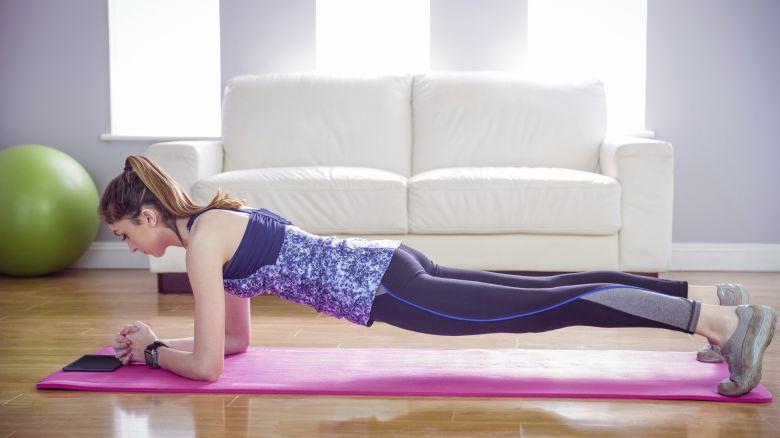 Esercizi da fare a casa per allenare tutto il corpo for Tutto per casa online