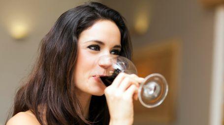 vino bicchiere donna