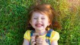bambina mangia merendina, snack