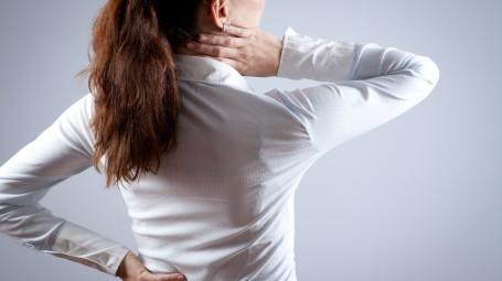 Via il dolore cervicale in 4 mosse