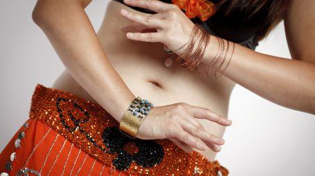 In forma con la danza del ventre