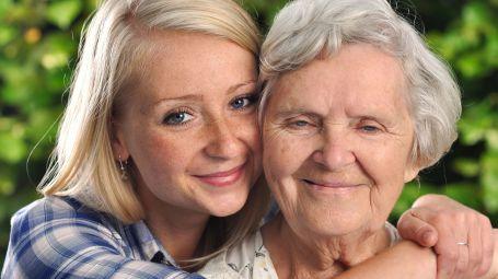 Anziani, aumentano le badanti