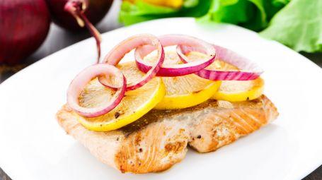 Salmone grigliato con bruschette – La ricetta
