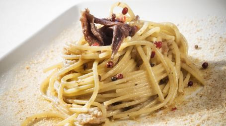 Spaghetti con acciughe e mollica di pane – La ricetta