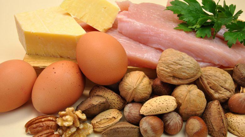 formaggio, uova, noci, pollo, proteine, cibi proteici