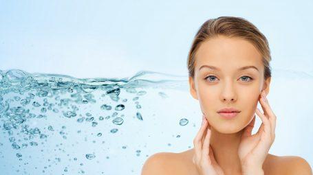 Gli alimenti per idratare la pelle