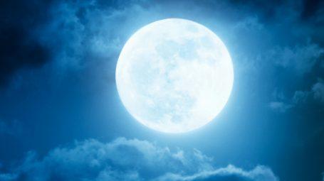 Capelli: meglio tagliarli con la Luna piena?