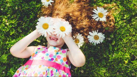 Come imparare a essere felici: i consigli degli esperti del momento