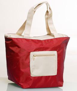 La maxi bag, in edicola con Starbene