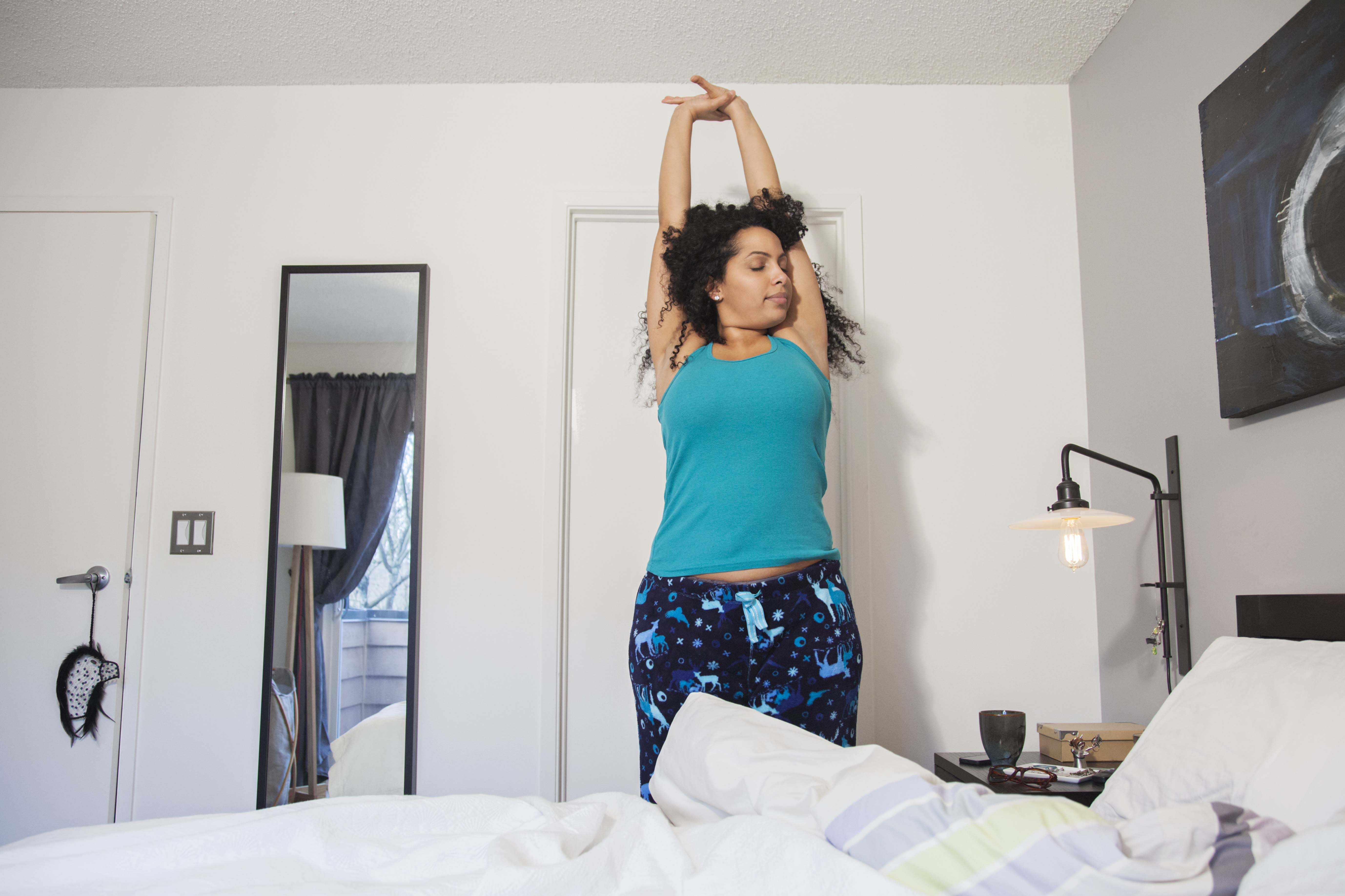 Mal di schiena: i 3 esercizi da fare ogni mattina - Starbene