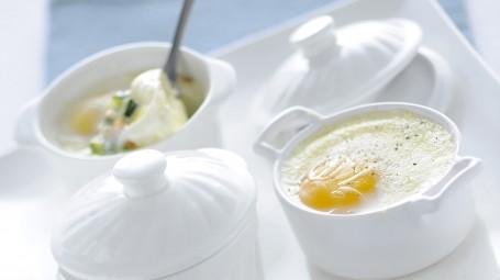 Uova in cocotte con verdurine Starbene immagine