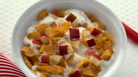 Yogurt, fiocchi di mais e frutta Starbene