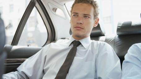 Uomo in auto