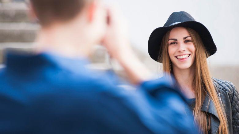 donna eccitante fare amicizia online