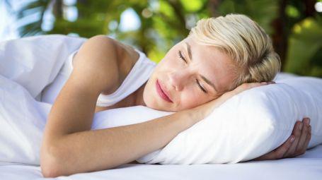 Collare Cervicale Per Dormire.Cervicale Infiammata 3 Trucchi Per Dormire Senza Dolori