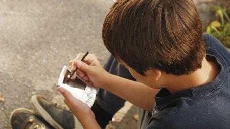 La chiamano la generazione Z. È quella dei ragazzi di oggi. Sempre più immersi nel mondo digitale. Sempre più infelici e soli