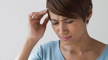 Mal di testa cronico: come combatterlo senza farmaci