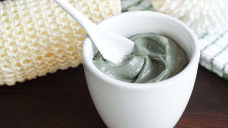 Argilla verde, 4 utilizzi per un corpo giovane e sano