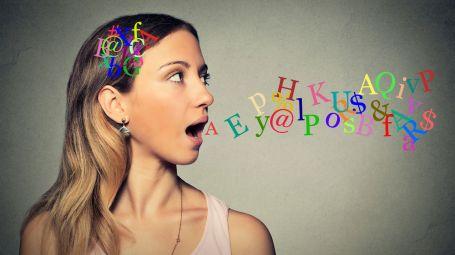 Parlare troppo: quali sono i trucchi per tenere a freno la lingua