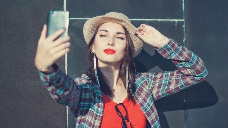 Rughe da smartphone sul collo: cosa fare - Video