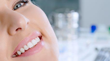 Denti: le regole per prendersene cura sono corrette? Ecco la verità