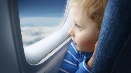 Bimbo in aereo