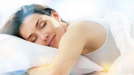donna che dorme serenamente