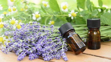 Menopausa: come calmare i sintomi con gli oli essenziali
