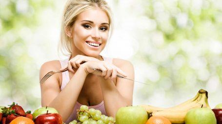 dieta, ragazza con frutta
