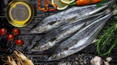 Antiage: perché il pesce azzurro ti aiuta a combattere le rughe