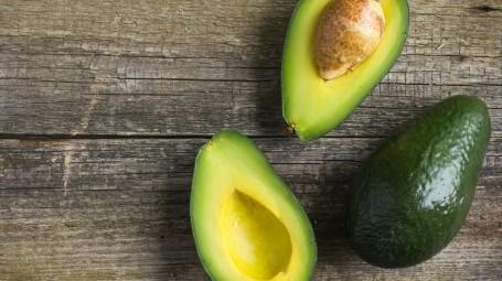 Avocado: come scegliere e riconoscere se è di qualità