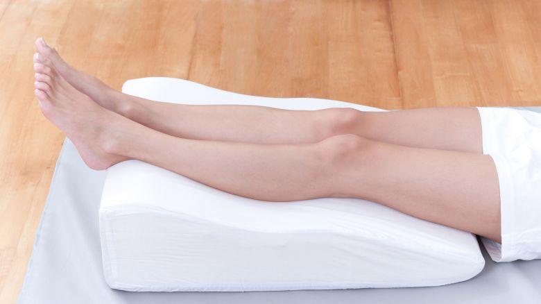 Cuscino Per Alzare Le Gambe.Circolazione Delle Gambe Come Attivarla