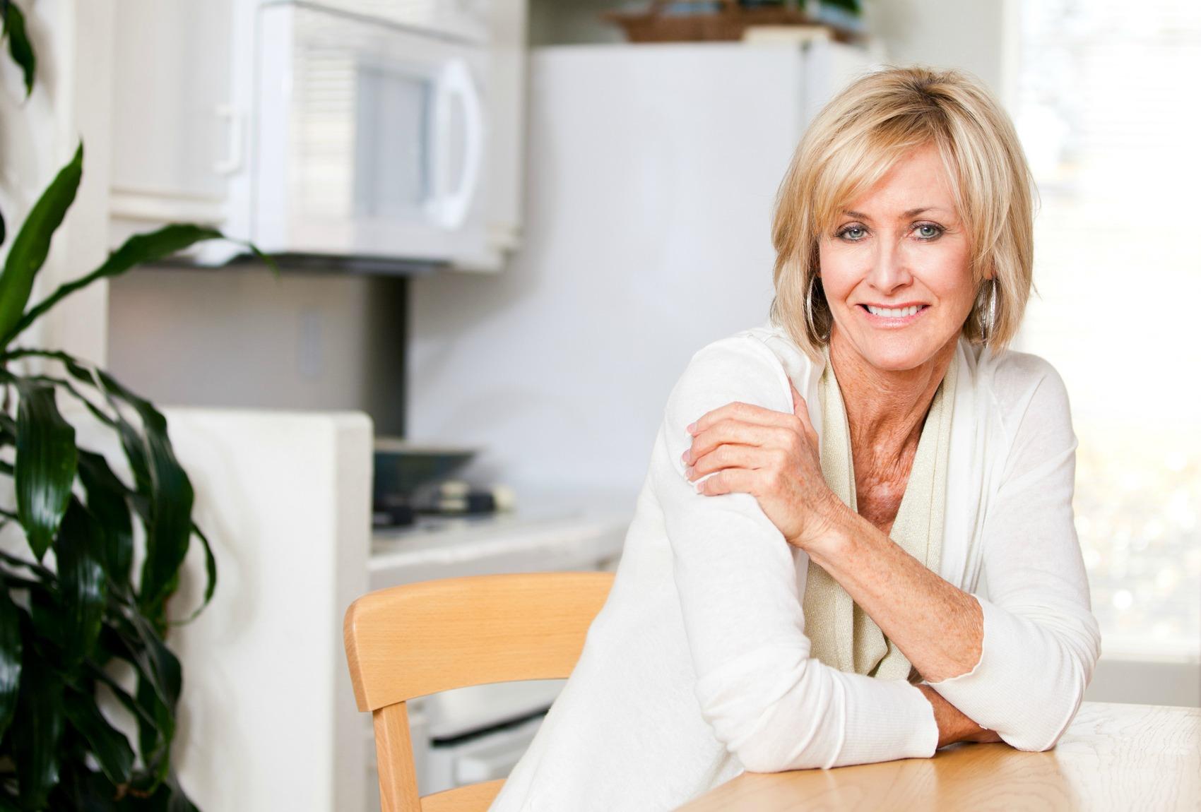 Открытки, картинки для женщины 40 лет