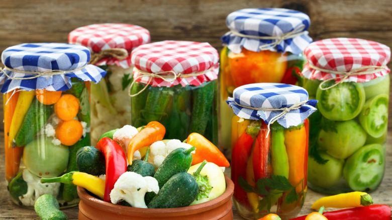 Conserve fai-da-te: come si fa la giardiniera di verdure