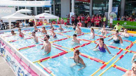 Dimagrire: brucia i grassi in piscina con il Water Grid