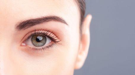 occhio donna arrossato