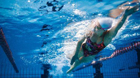 Stile libero: le dritte per nuotare bene – Video