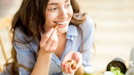 La dieta della dopamina: come dimagrire mangiando i cibi della felicità